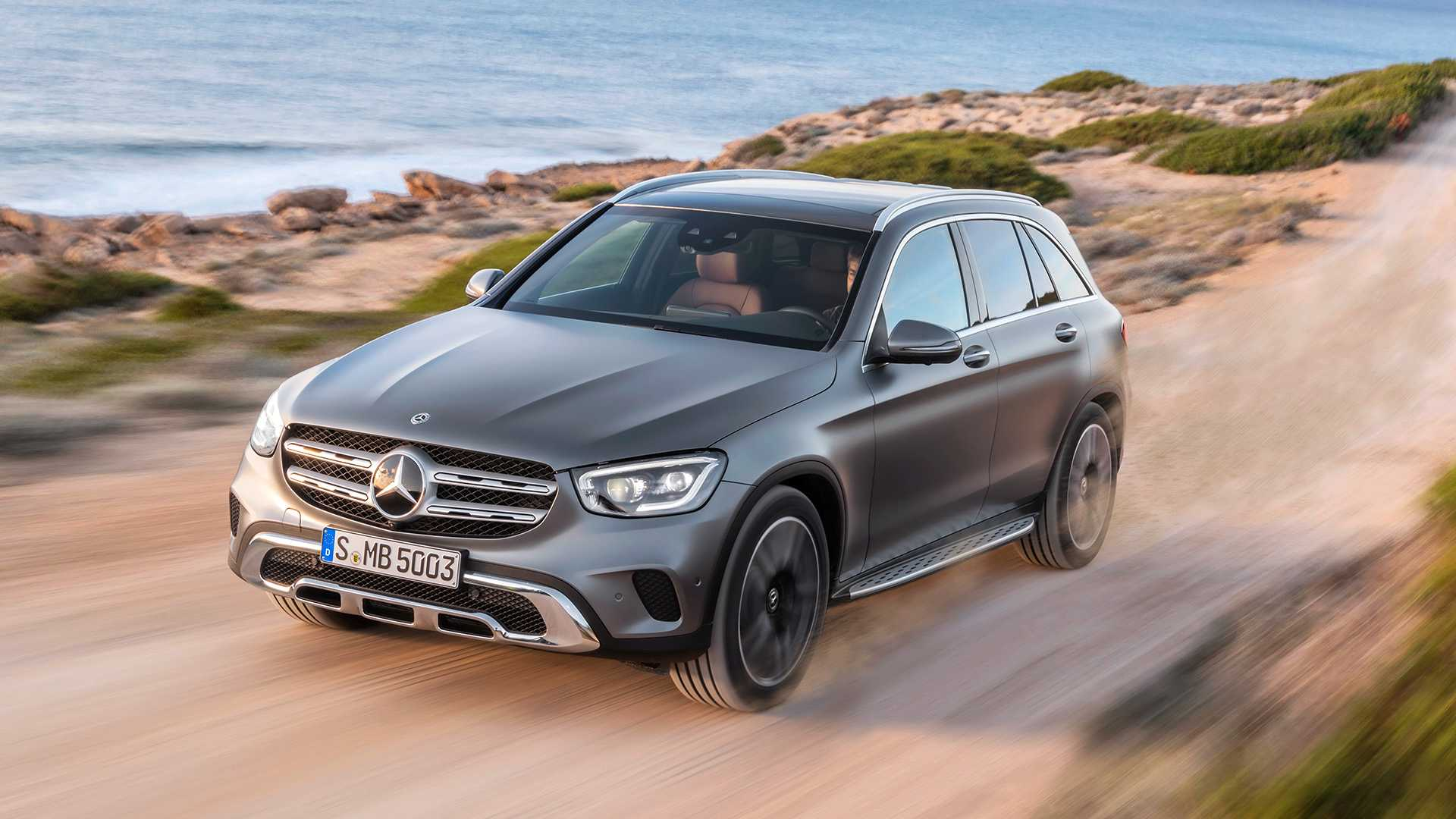 Mercedes lanserer 2020-kolleksjonen med en hybridbil